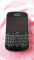 BlackBerry Bold 9900 Smartphone with Accessories Excellent Cond