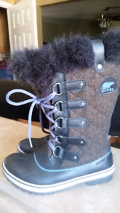 Like New Ladies Size 7 Sorel Winter Boots