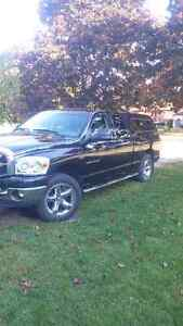2007 Dodge SLT Pickup Truck 4X4 4 Doors