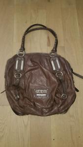 Guess purse. Like new (cayuga)