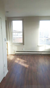 CUTE COZY ONE BEDROOM IN CENTRAL UPTOWN