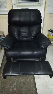 Black recliner / rocking chair