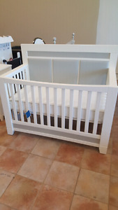 Pali convertible crib and dresser