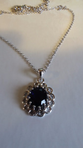5.00 ct Natural Sapphire Necklace, 14 kt White Gold.