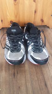 Men's Saucony running shoes.