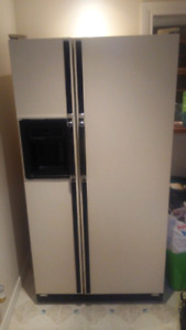 KENMORE  FRIDGE AND STOVE SET NICE CONDITION
