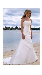 **REDUCED**  White ivory wedding dress Ella 5356 - BRIGHTON, ON.
