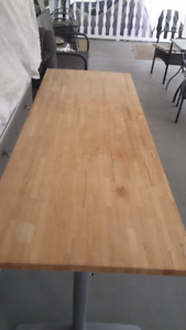 Solid wood table with adjustable height