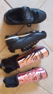 Baseball / softball shoes 81/2 for women w/ pads