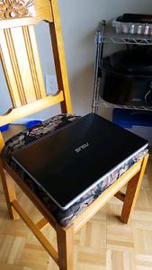 "*NEGOCIABLE* 15.6"" ASUS 2-in-1 Laptop"