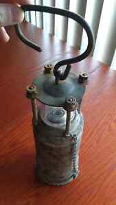 WWII Oldham battery lantern in beautiful condition Downtown-West End Greater Vancouver Area image 3