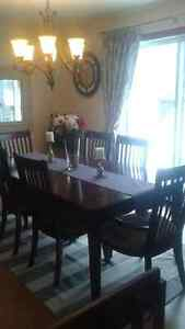 Dinning table 6 chairs excellent condition West Island Greater Montréal image 4