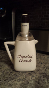 Hot chocolate pot with Frother