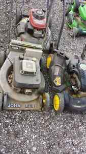 3 lawn mowers.. fixer uppers.. $30 each 3 for $60