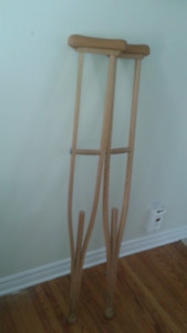 "Wooden crutches (5'2"" - 6'8"")"