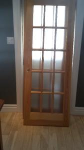 Porte vitrée à carreaux