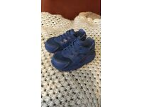 Nike huraches size 6.5 kids trainers