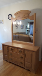 For sale 4 pieces bedroom set almost new