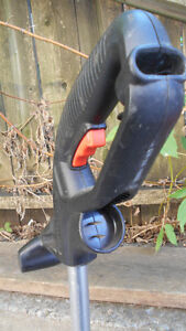 WEED WACKER (B&D) EXELLENT CONDITION (PLUG AND WHACK)