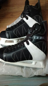 Selling hockey skates size 9