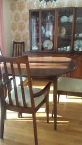 Antique dining table / chairs and china cabinet