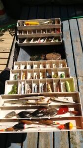 VINTAGE LURES TACKLE BOX SOME RARE
