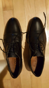 Shoes men 3 pairs very new possible free delivery