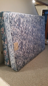 Like New Queen size matress and boxspring