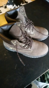 Timberland leather boots size 7 (fit  ladies 8 1/2)