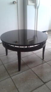 2 tables rondes en marbre noir