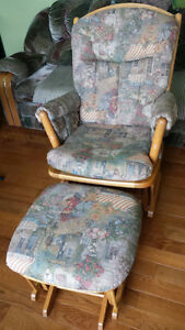 "Nursing Chair with Ottoman ""Dutailier"""