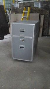 Boîte de rangement ou de transport en aluminium sur roulettes
