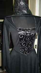 LADIE'S ADULT LOVELY BLACK GOTHIC WITCH GOWN & HAT COSTUME Kitchener / Waterloo Kitchener Area image 2