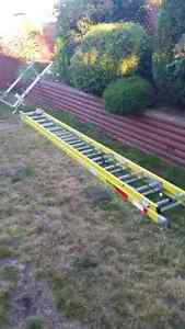 28ft Feather lite Extension ladder