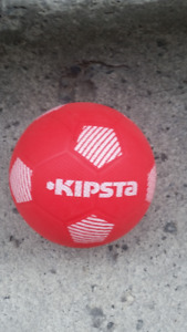 BALLON DE FOOTBALL - KIPSTA - ROUGE et BLANC