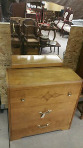 Vintage Oak Chest of Drawers / 3 Drawers Dresser w/Mirror