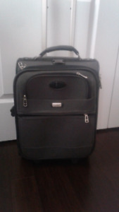 Small carry on luggage with pull out handle