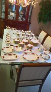 Set de vaisselle de 12 porcelaine Royal Albert Old country rose