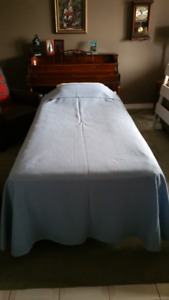 adjustable bed (twin)