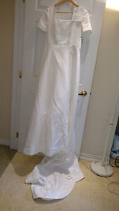 Sample wedding gowns.  UPCYCLE! $40 - DRESS 20