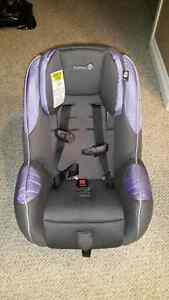 2  car seats -  Safety 1st Convertible