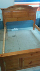 Pine bed Queen / Double size - Very Good condition, Never used