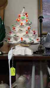 1 WHITE & 1 GREEN CERAMIC CHRISTMAS TREES Belleville Belleville Area image 1