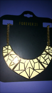 Forever 21 New Cream and Gold Geometric necklace