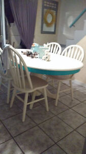 Super Cute Re-finished Table and Chair Set Windsor Region Ontario image 6