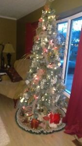 7.5 Frosted Pre-lit Artifical Christmas Tree