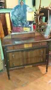 Selling/3 drawer antique dresser with mirror