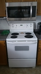 WHITE KENMORE  30 INCH ELECTRIC  STOVE