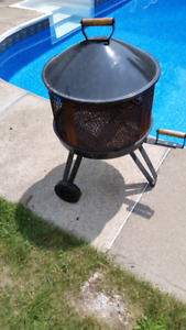 Outdoor Portable Fire Pit Grille BBQ Barbecue / Foyer Extérieur