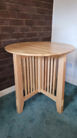 Solid wood side / accent table - American Signature Furniture brand